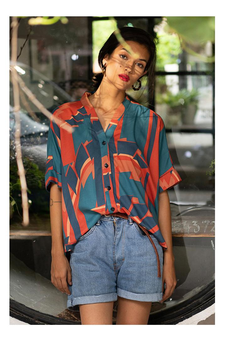 Découvrez notre chemise pour femme Taiwan Rouge, l'incontournable de votre dressing