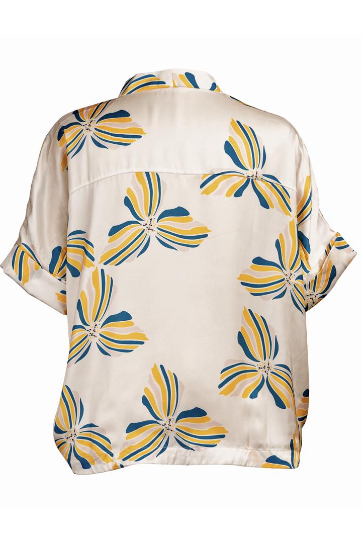 Découvrez notre chemise pour femme Bali white, l'incontournable de votre dressing